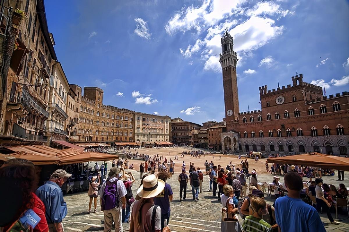 Piazza del Campo Sienne Italie