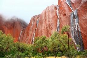 Cascades d'eau, chutes de pluie, Uluru Ayers Rock Australie