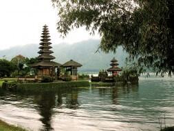 Temple Ulun Danu au bord du lac Bratan, Bali