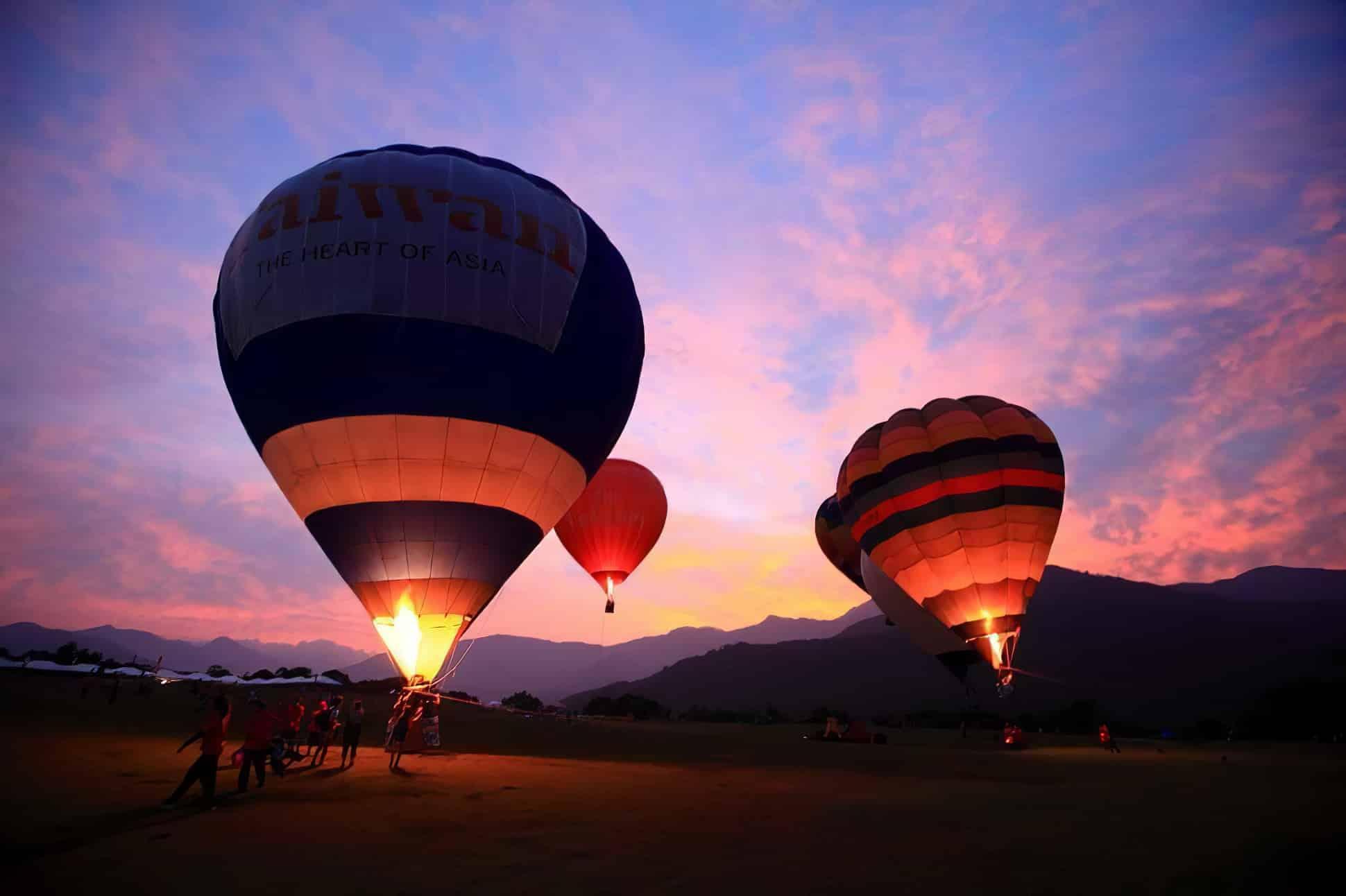 Les festivals de montgolfières du monde entier colorent le ciel