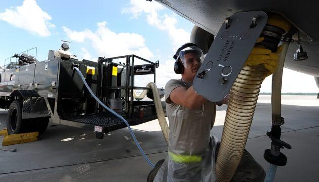 Que se passe-t-il lorsqu'on tire la chasse dans un avion ?