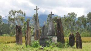 Tombes dans les hauts-plateaux de Madagascar