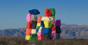 Seven Magic Moutains, oeuvre d'art colorée