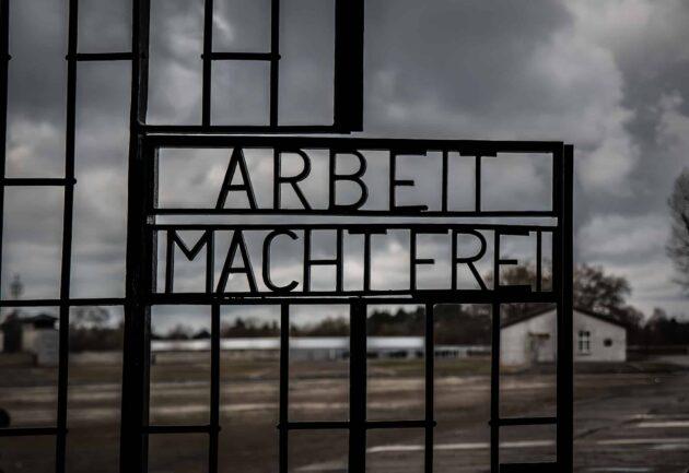 Berlin - Camp de Sachsenhausen entrée Arbeit macht frei