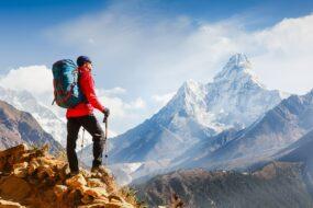 randonneur en france dans les alpes
