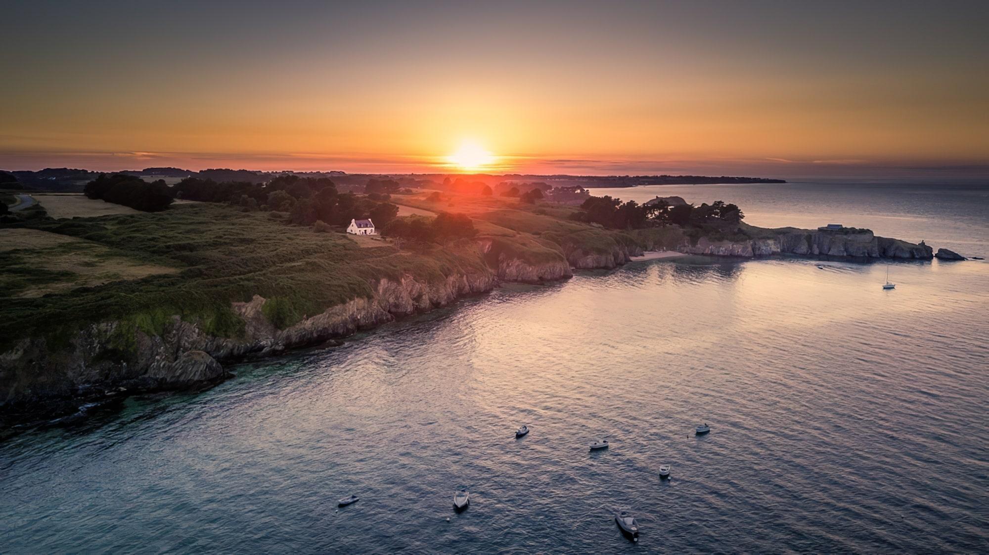 visiter belle ile en mer, beau coucher de soleil sur l'ile