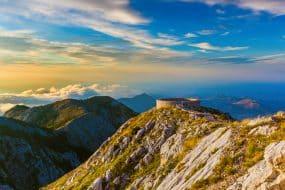 Parc national des Monts Lovcen au coucher du soleil au Monténégro