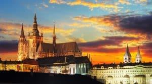 Château de Prague lors du coucher de soleil
