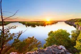 Panorama de lac dans les Ozarks