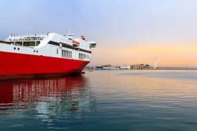 Un ferry en Méditerranée