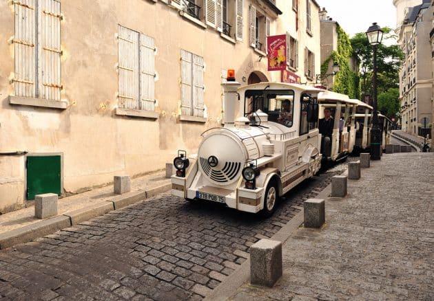 Petit train dans les rues de Montmartre, Paris