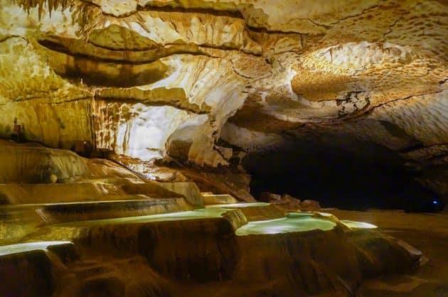 Spéléologie en Ardèche : la grotte de Saint-Marcel et ses bassins