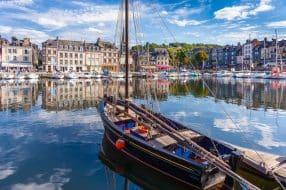 Visiter la Côte Fleurie et le célèbre village de Honfleur