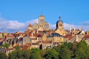 la ville de Vezelay, Bourgogne en Francela ville de Vezelay, Bourgogne en France