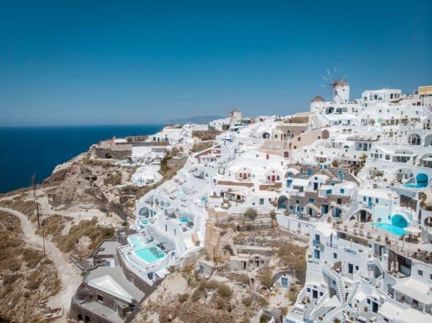 Survol de Santorin en hélicoptère : itinéraires, tarifs, durées…