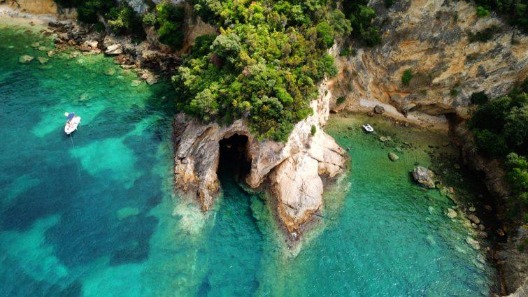 Επισκεφθείτε τη Blue Lagoon για μια χαλαρωτική μέρα