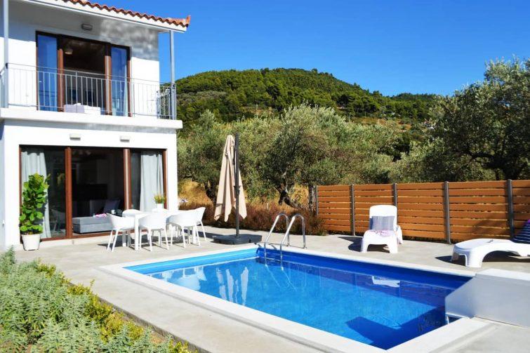 Belle villa avec piscine près de la plage