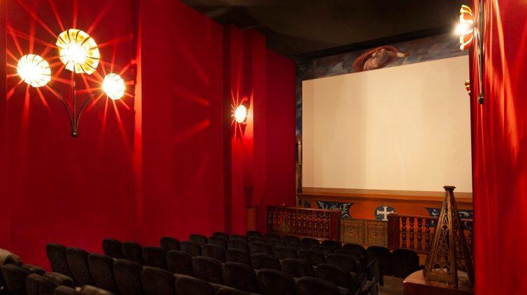 Voir un film dans une église, au cinéma Utopia