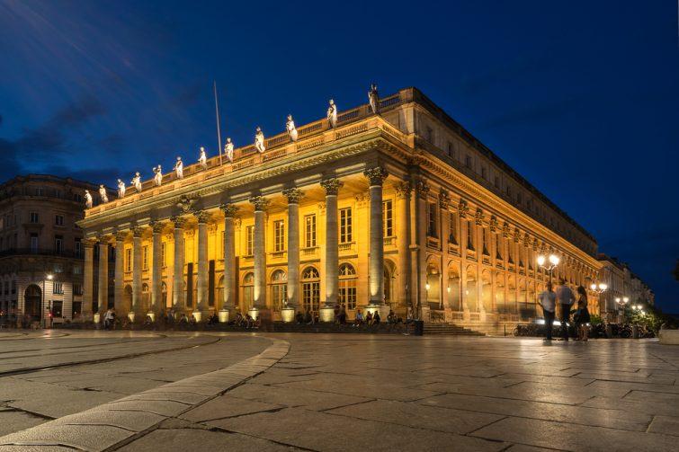 Admirer les places des Quinconces et de la Comédie - visiter Bordeaux