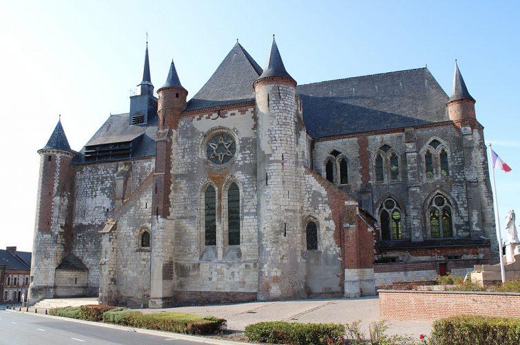 église fortifiée Saint-Martin à Montcornet