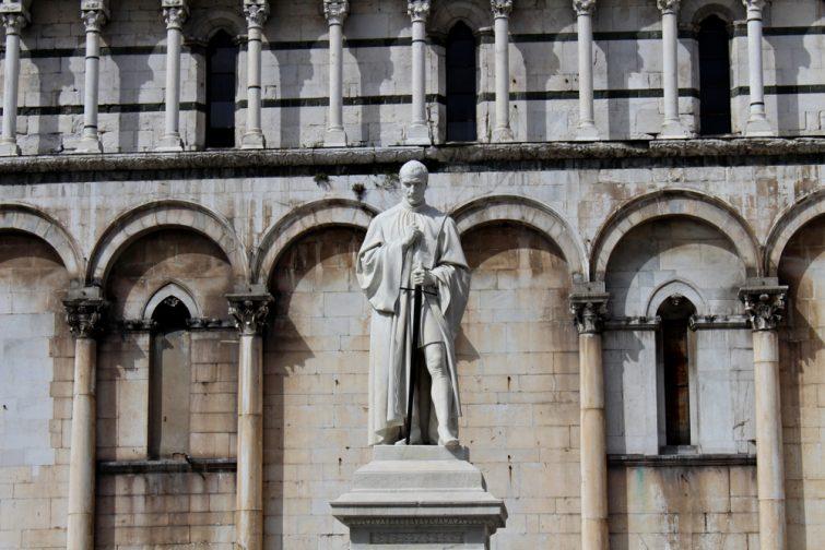 La Piazza San Michele