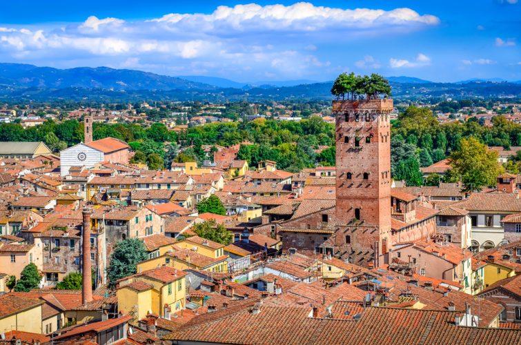 La tour Guinigi et la Torre del Ore