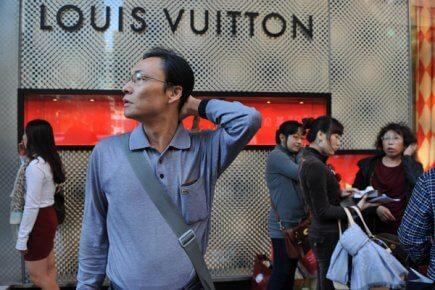 Un guide touristique britannique indique de ne pas sourire aux français