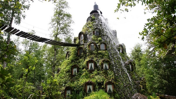 Une montagne magique en guise d'hôtel