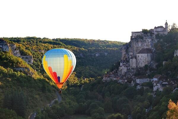 Visiter Rocamadour, la cité qui rayonne sur la vallée de l'Alzou