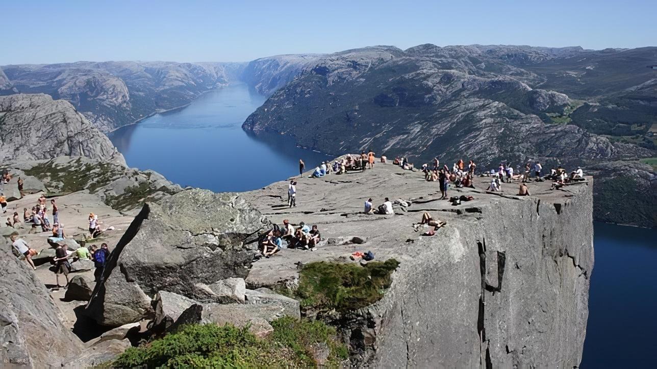 Les falaises de Preikestolen, Norvège
