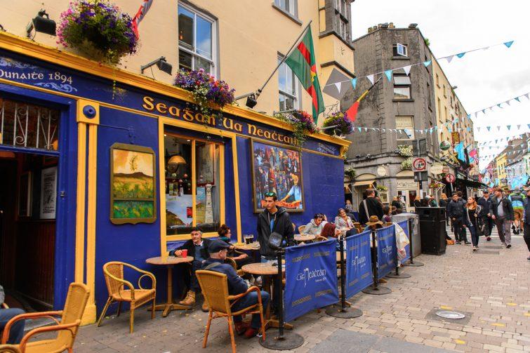 Pub irlandais dans le centre de Galway