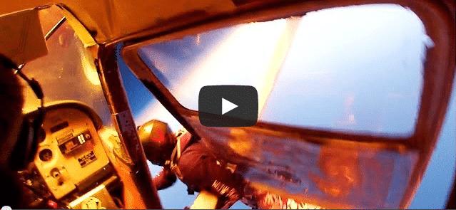 Deux avions se percutent pendant un saut en parachute!