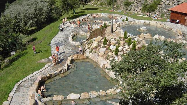 10 sources thermales incroyables for Piscinas naturales ourense