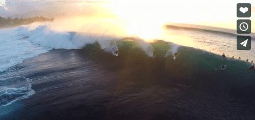 Un drone filme des surfeurs pour un résultat incroyable