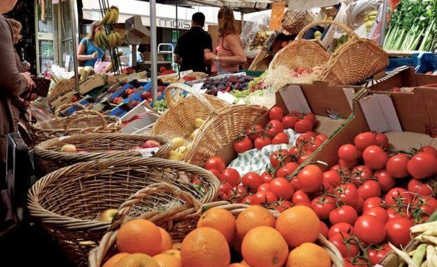 Manger autrement sur les marchés parisiens