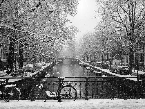 Les canaux d'Amsterdam sous la neige