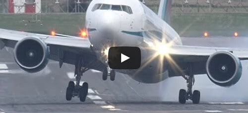 Un Boeing 767 se pose par vent violent !