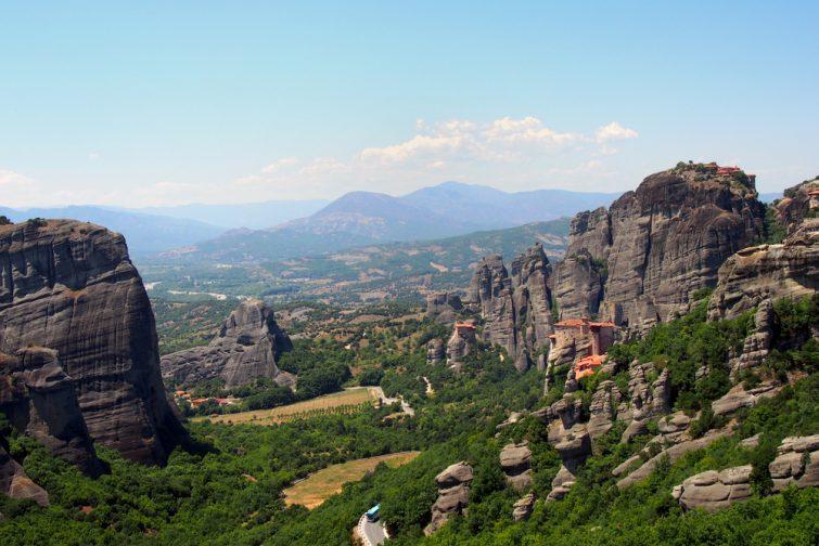 Bus sur la route des Monastères des Météores, vue panoramique, Grèce