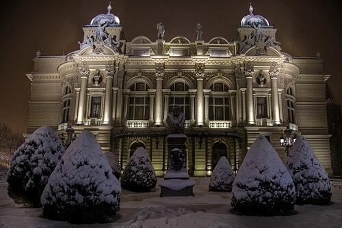 Théâtre de Cracovie sous la neige
