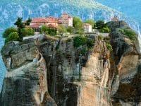 Visiter les Monastères des Météores en Grèce : guide complet