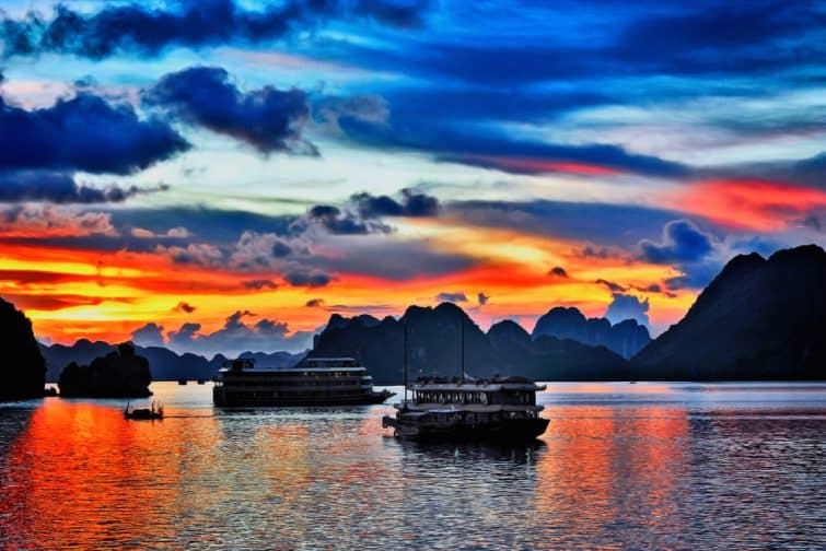 La Baie d'Halong au coucher du soleil