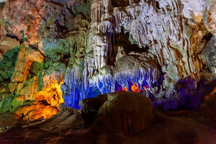 Grotte de Thien Cung, Baie d'Halong