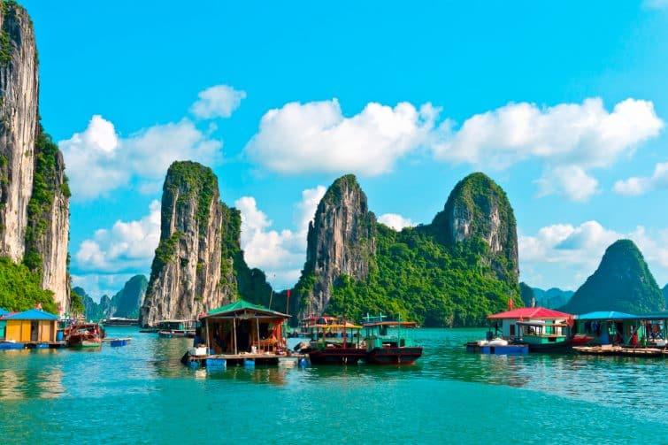 Une île flottante de la Baie d'Halong