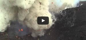 Un volcan en éruption filmé par un drone