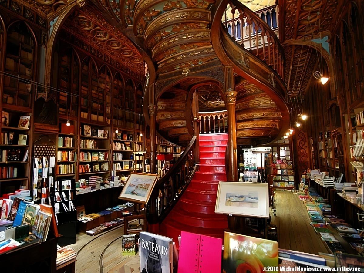 Visite de la librairie Lello à Porto, où Harry Potter est né