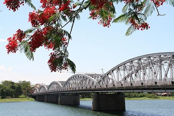 Pont Trang Tien Hué