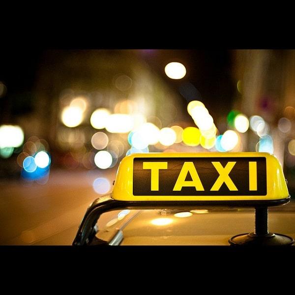 Prix d'une course de taxi aéroport-centre ville dans le monde