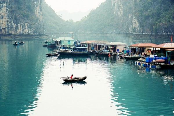 Village flottant Baie d'Halong Vietnam