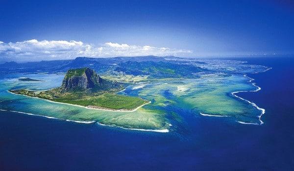 La cascade sous-marine illusoire de l'île Maurice