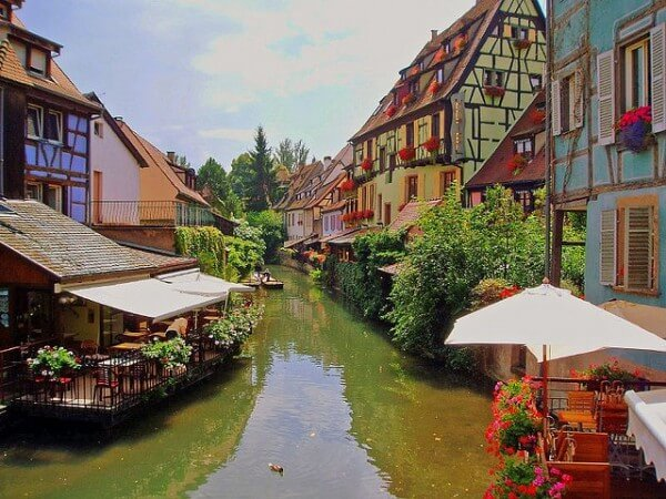 C'est de toute beauté : sites et lieux magnifiques de notre monde.  - Page 2 Colmar-france-600x450
